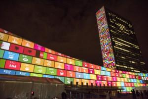 Die SDGs auf das Hauptquartier der Vereinten Nationen in New York projiziert. Foto: UN Flickr